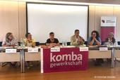 Jens Kamieth (MdL) und Sandra van Heemskerk (2.v.r.) kamen auf Einladung der Ortsverbandsvorsitzenden Bärbel Miß (3.v.l.) nach Plettenberg. Ina Appel und Damaris Keune (v.l.) brachten gemeinsam mit Gabi Hofmann (r.) ihre Sicht aus dem Kita-Alltag in die Diskussion ein. (Foto: © Christian Stemke)